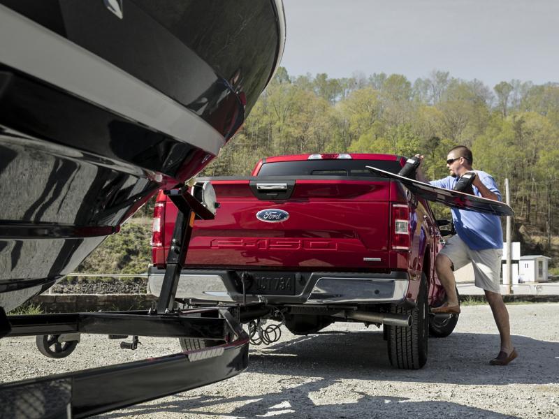 Chevrolet Silverado 1500 vs Ford F-150 Towing/Payload/Cargo
