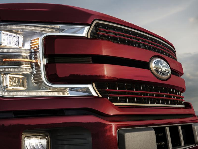 Chevrolet Silverado 1500 vs Ford F-150 Interior