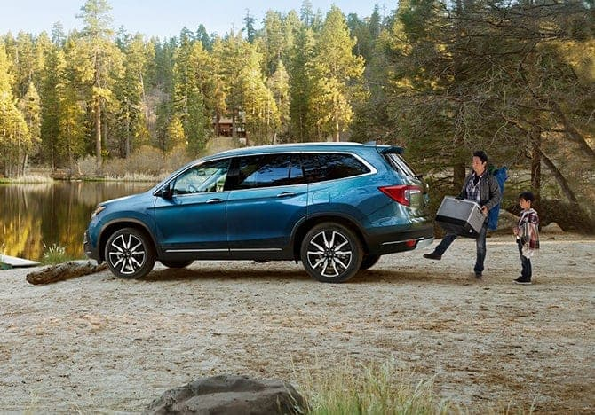 The 2020 Honda Pilot has a sleek Exterior and is for sale at Castle Honda near Des Plaines IL