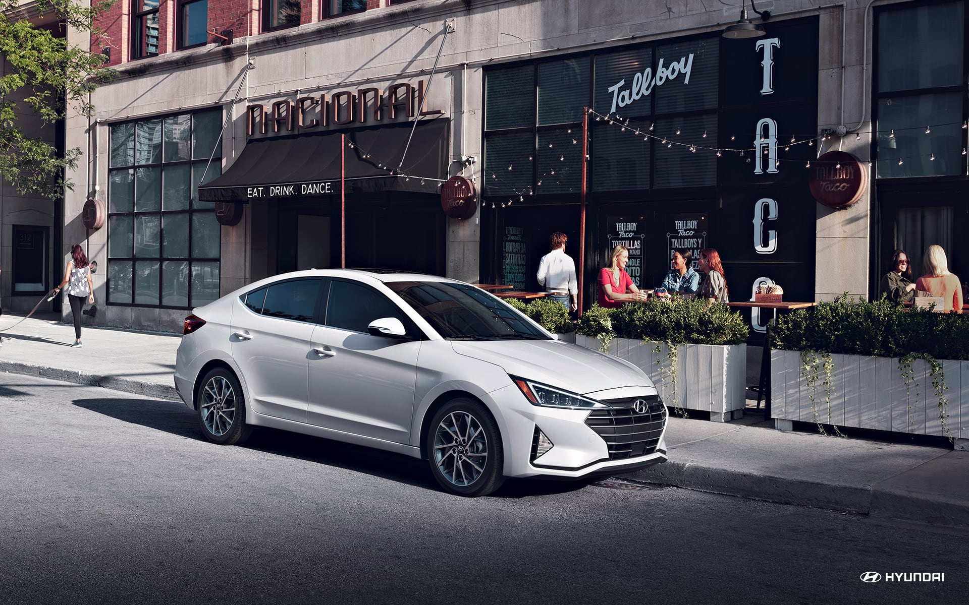 What is the gas mileage of the 2020 Hyundai Elantra?