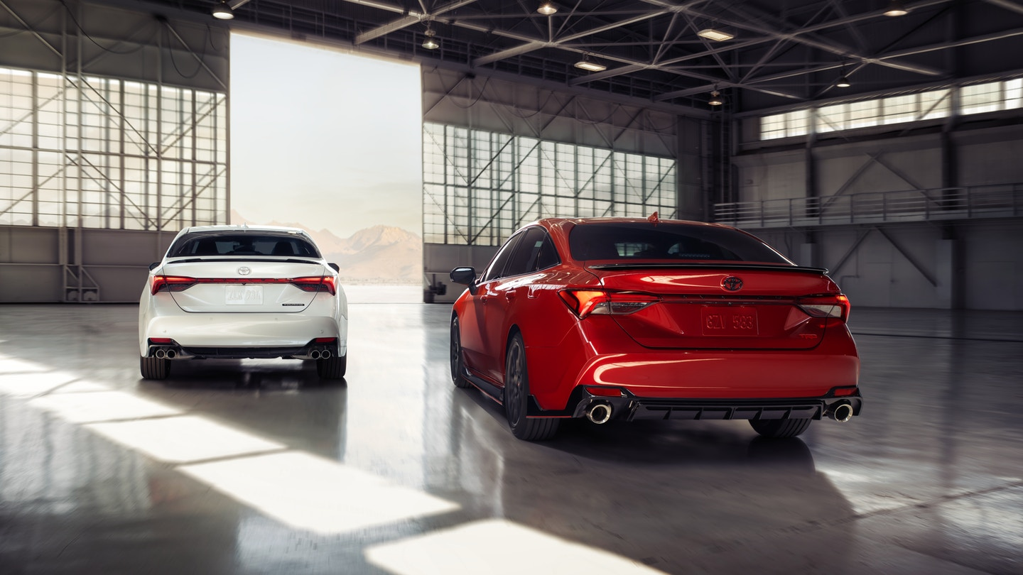 The 2020 Toyota Avalon with must have safety features for sale at Arlington Toyota in Jacksonville, FL