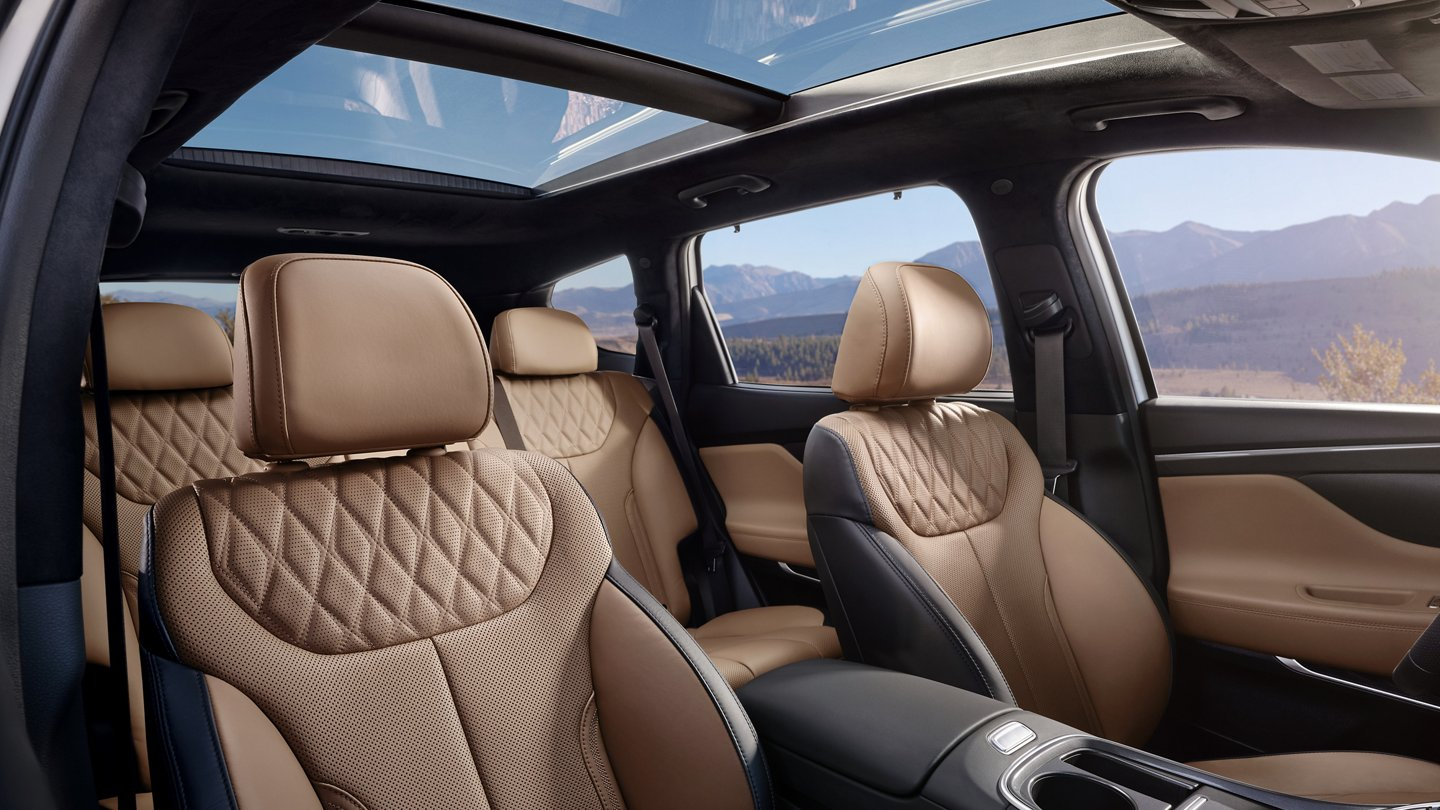 What is the interior of the 2021 Hyundai Santa Fe like?